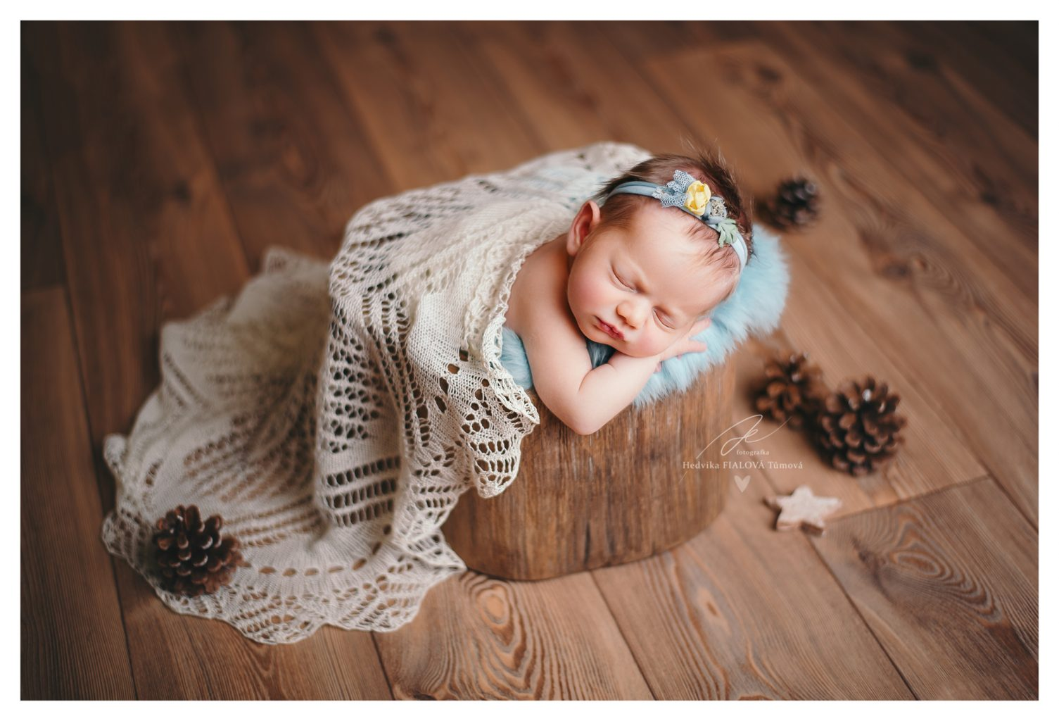 miminko v pařízku s krajkou