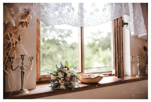 zátiší se svatební kyticí svatební fotograf