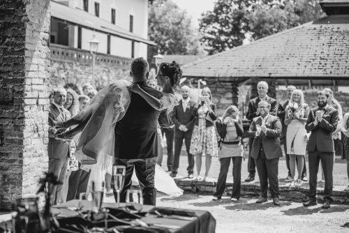 Focení svatby Mlýn Davídkov - statek, přenesení přes práh
