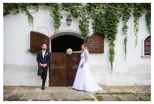 novomanželé u stáje svatební fotograf