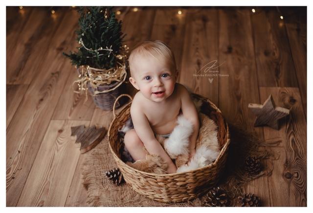 Vánoční focení chlapeček v košíku